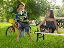 azjatykcich dzieciaków parkowy bawić się Zdjęcia Royalty Free