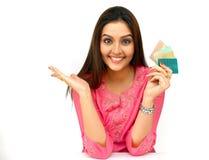 azjatykcich kart kredytowa kobieta Obrazy Royalty Free