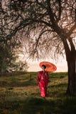azjatykciego portreta stylu chodząca kobieta Fotografia Royalty Free