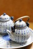 azjatykciego postawił garncarstwa herbaty. obrazy royalty free
