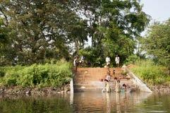 azjatykciej ręki jeziorny tradycyjny domycie Zdjęcia Royalty Free
