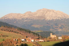Azkoaga, Aramaio, Basque Country. View of Azkoaga with Mount Udalaitz in the background, in autumn; Aramaio, Araba, Basque Country Stock Photo