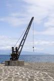 Azoren, Pico, παλαιός γερανός σκαφών στην αποβάθρα Στοκ Εικόνα
