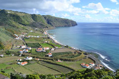 Azoren, Santa Maria, Praia Formosa - felsige Küstenlinie, Strand mit weißem Sand Stockfoto