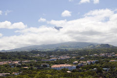 Azoren, weinig dorp op het eiland Pico Stock Afbeelding