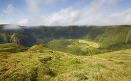 Azores landskap i den Faial ön Caldeira stor vulkanisk kotte Royaltyfri Foto