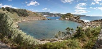 Azores linii brzegowej krajobraz z powulkaniczną wyspą Ilheu da Vila zdjęcie royalty free