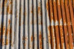 Azotea acanalada vieja del metal Fotografía de archivo libre de regalías