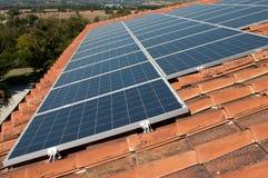 Azotea con los paneles fotovoltaicos Fotografía de archivo libre de regalías