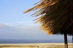 Azotea de una choza de la hierba Imagenes de archivo