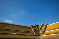 Azotea del templo en Tailandia Fotos de archivo