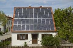 Azotea fotovoltaica Fotos de archivo libres de regalías