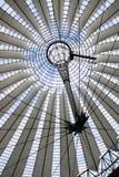 Azotea futurista en el centro de Sony, Berlín fotos de archivo libres de regalías