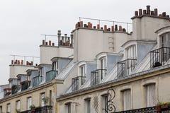 Azoteas y chimeneas en París Imágenes de archivo libres de regalías