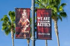 Aztec maskotbaner på universitetsområdet av San Diego State University Arkivfoto