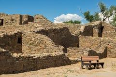 Aztec ruïneert Nationaal Monument in New Mexico stock foto's
