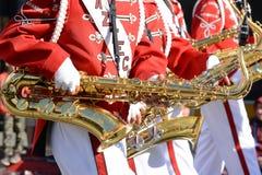 Azteekse het Marcheren Bandclose-up die van saxofoons in Gouden Dragon Parade, het Chinese Nieuwjaar vieren royalty-vrije stock fotografie