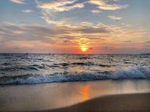 azuis celestes, Pattaya, por do sol, praia, Tailândia, sol, céu, imagem de stock royalty free