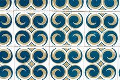 Azul, amarelo, o branco modelou telhas portuguesas Imagens de Stock