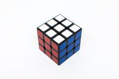 Azul blanco rojo acertado del cubo de Rubik Foto de archivo libre de regalías