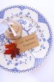 Azul, blanco y tabla de la acción de gracias del oro Foto de archivo libre de regalías