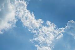 Azul-céu e nuvens fotos de stock