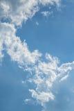 Azul-céu e nuvens imagens de stock royalty free