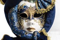 Azul con la máscara veneciana tradicional elegante del oro imagen de archivo