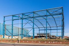 Azul constructivo del marco de acero de Warehouse Fotos de archivo libres de regalías