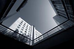 Azul de céu branco da arquitetura Fotos de Stock Royalty Free