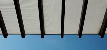 Azul de céu superior do telhado Fotos de Stock Royalty Free