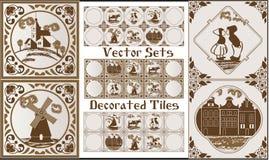 Azul de la cerámica de Delft de la cerámica de Delft en tejas holandesas del tema marrón con las imágenes populares Imagenes de archivo