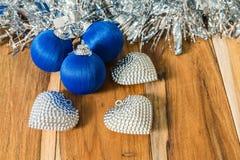 Azul decorado pelo Natal e o ano novo Imagens de Stock