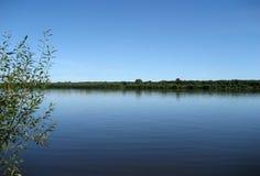 Azul del cielo y del agua Imagen de archivo