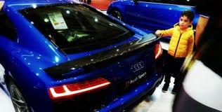 Azul do cupê de Audi RS8 imagem de stock royalty free