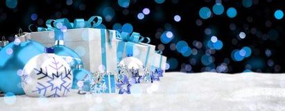 Azul e de presentes e de quinquilharias 3D do White Christmas rendição Fotos de Stock