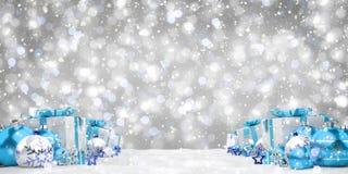 Azul e de presentes e de quinquilharias 3D do White Christmas rendição Fotografia de Stock Royalty Free