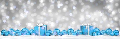 Azul e de presentes e de quinquilharias 3D do White Christmas rendição Imagem de Stock