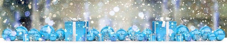 Azul e de presentes e de quinquilharias 3D do White Christmas rendição Imagem de Stock Royalty Free