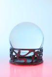 Azul e vermelho da esfera de cristal fotografia de stock royalty free