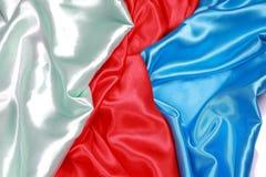 Azul e vermelho e claro - pano de seda verde do backgro abstrato ondulado Imagem de Stock Royalty Free