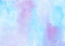 Azul exhausto de la acuarela de la mano y fondo abstracto texturizado púrpura imágenes de archivo libres de regalías