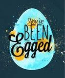 Azul feliz do cartaz do ovo da páscoa Fotos de Stock Royalty Free