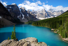 Azul glacial no lago moraine Foto de Stock Royalty Free