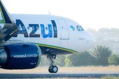 Azul linii lotniczych taxiing Obrazy Stock