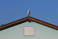 Azul na fachada azul com janela fechado Imagem de Stock Royalty Free