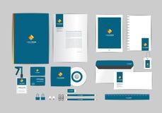 Azul, oro y plantilla cuadrada de la identidad corporativa para su negocio Imagen de archivo