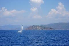 Azul ou mar, baías de Fethiye, Mugla, Turquia imagem de stock