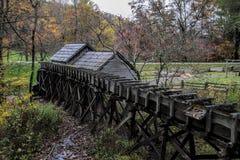 Azul Ridge Parkway del Millrace del molino del grano para moler de Mabry imagen de archivo libre de regalías