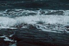 azul, ver?o, natureza, curso, mar, onda, projeto, f?rias, oceano, praia, tropical, paisagem, ?gua, feriado, areia, sum?rio, sol foto de stock